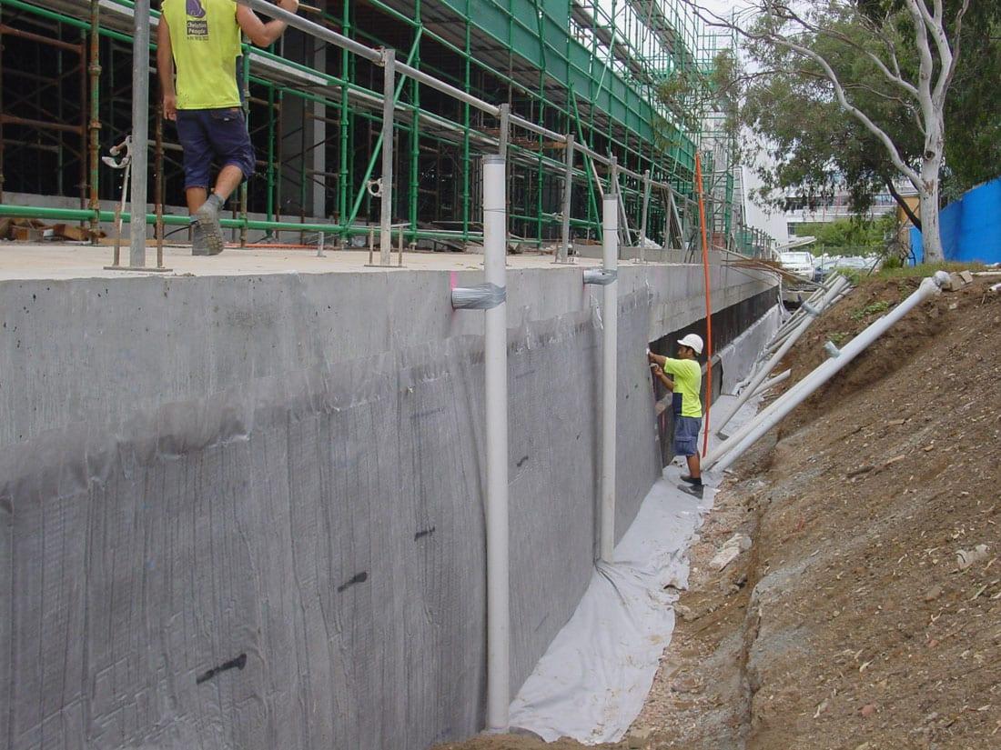 versidrain, dimpled drainage sheet, drain sheet, drain cell, waterproof membrane, versidrain 8 geo, flocell, terradrain